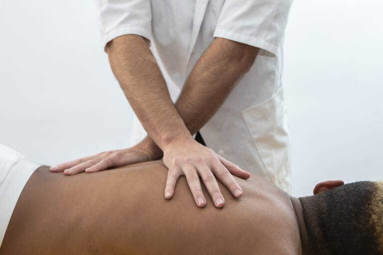osteopatia-fisioterapia-dolor-espalda